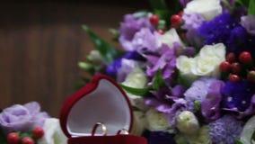 婚礼花束和ringswedding的花束和圆环 传送带 股票视频