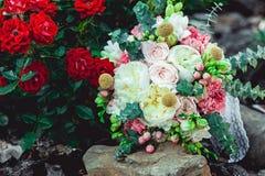 婚礼花束由牡丹制成 库存图片