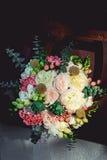 婚礼花束由牡丹制成 免版税库存照片