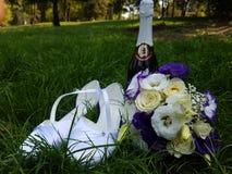 婚礼花的布置和酒 库存照片
