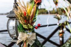 婚礼花装饰,婚姻装饰,庭院婚礼装饰 免版税图库摄影