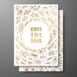 婚礼葡萄酒邀请,保存与金黄枝杈和花的日期卡片 与金植物的装饰品的盖子设计 库存照片