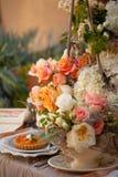 婚礼装饰表设置和花 免版税库存图片