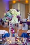 婚礼装饰表设置和花 库存照片