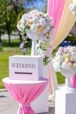 婚礼装饰 有题字的木箱 图库摄影