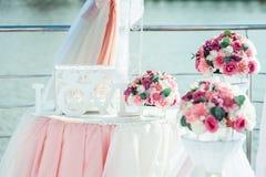 婚礼装饰 花花束:雏菊罗斯牡丹 库存照片