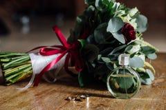 婚礼辅助部件 新娘花束和辅助部件  详细资料 库存图片