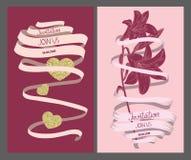 婚礼邀请与长的丝带、心脏和花的葡萄酒卡片 图库摄影