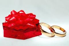 婚礼金戒指,庆祝的装饰 库存图片