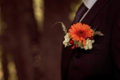 婚礼钮扣眼上插的花 图库摄影