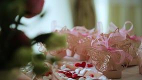 婚礼餐桌装饰品 股票视频
