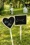 婚礼黑板在庭院里 库存图片