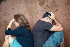 离婚,问题-年轻夫妇恼怒对彼此 免版税图库摄影