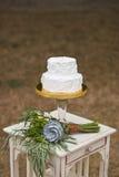 婚宴喜饼和新娘花束 免版税库存照片