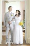 婚姻在一个美丽的豪宅 库存照片