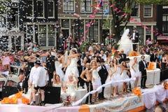 婚姻在阿姆斯特丹同性恋自豪日游行期间的平等小船 免版税库存照片