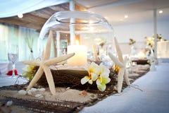 婚姻新娘表的海滩题材 图库摄影