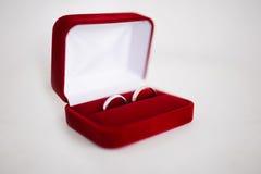 婚姻白色的背景明亮的环形 库存图片