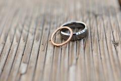 婚姻白色的背景明亮的环形 库存照片