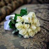 婚姻白色的花束玫瑰 免版税库存图片