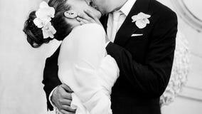 婚姻的亲吻 免版税库存照片