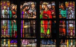 婚姻的圣礼的彩色玻璃 免版税库存照片