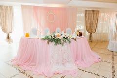 婚姻的或另一个承办宴席的事件的表集合 免版税库存图片
