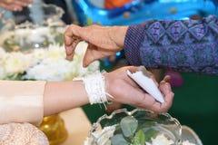 婚姻的泰国衣物结婚的特写镜头 免版税库存照片