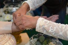 婚姻的泰国衣物结婚的特写镜头 免版税库存图片