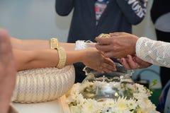 婚姻的泰国衣物结婚的特写镜头 图库摄影