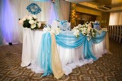 婚姻的美丽的装饰的婚姻的餐馆 庆祝的五颜六色的装饰 秀丽新娘内部 免版税库存照片
