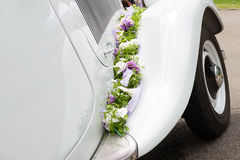 婚姻的老汽车 免版税库存图片
