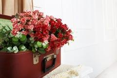婚姻的花卉玫瑰色装饰构成 库存图片