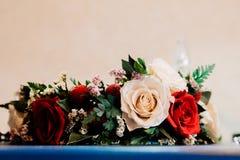 婚姻的花圈 免版税库存图片