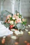 婚姻花束中央dof花焦点低点的玫瑰 图库摄影