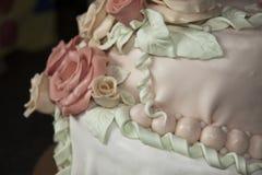 婚姻蛋糕的玫瑰 免版税图库摄影