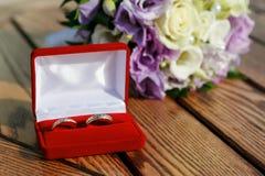 婚姻配件箱红色的环形 图库摄影