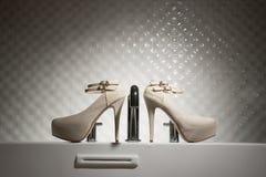 婚姻鞋子的高跟鞋 库存图片