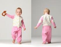婴儿儿童婴孩孩子小孩做第一步和指向手指愉快微笑 免版税库存图片