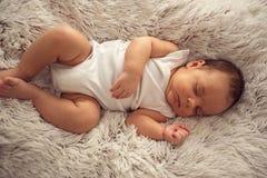 婴儿在梦想情感新出生婴孩睡觉睡觉平安 库存图片