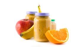 婴儿食品:瓶子用果子纯汁浓汤 库存照片