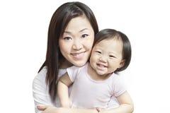 婴孩中国女孩母亲年轻人 免版税库存照片