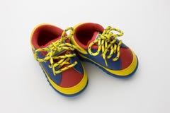 婴孩五颜六色的鞋子 免版税库存照片