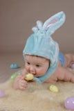 婴孩兔宝宝服装复活节 库存照片