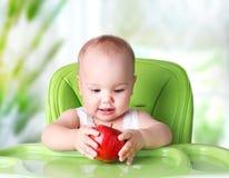 婴孩吃 儿童` s健康生活方式概念 孩子用苹果 库存图片