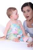 婴孩和母亲 免版税图库摄影