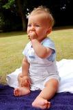婴孩嚼 免版税库存图片