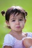 婴孩大褐色注视女孩噘嘴 图库摄影