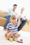 婴孩夫妇客厅 免版税库存图片