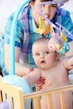 婴孩她母亲使用 库存图片